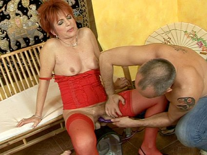 Redhead granny in lingerie gets banged by a fucking machine from Cumming ...